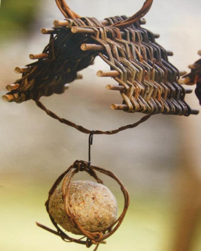 Atelier : tressage d'une mangeoire en osier pour les oiseaux