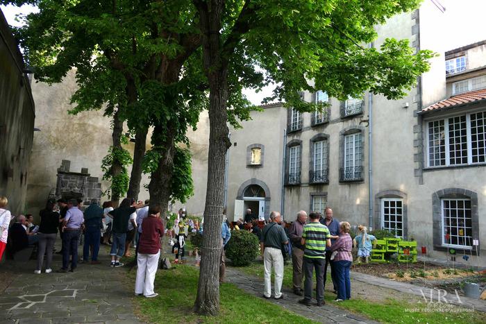 Journées du patrimoine 2019 - « L'Auvergne en fleurs, création de livres-accordéons »
