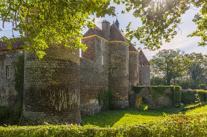 Journées du patrimoine 2020 - Visite libre du Château de Ratilly - Patrimoine, art, spectacles, terre -  Découverte de l'atelier de poterie -
