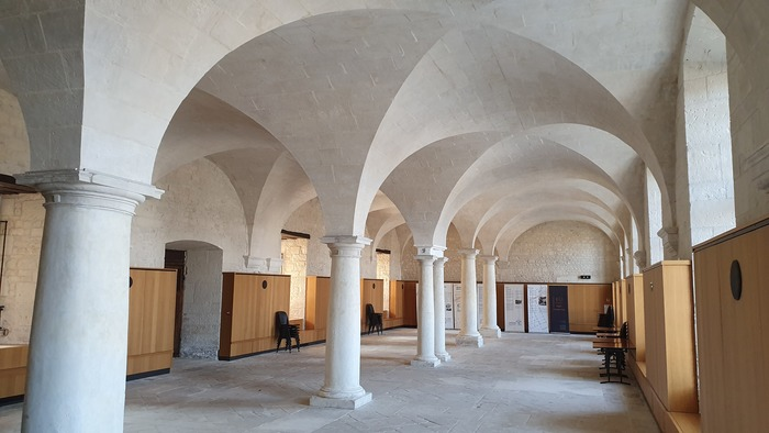 Journées du patrimoine 2020 - Exposition de peintures et de photos dans la salle capitulaire au coeur du site de l'abbaye