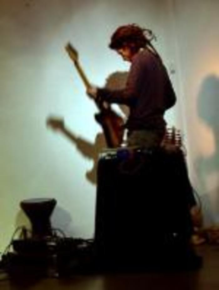 Au programme, 4 histoires de Claude Mamier, accompagné par David Lataillade (guitare électrique, oud)