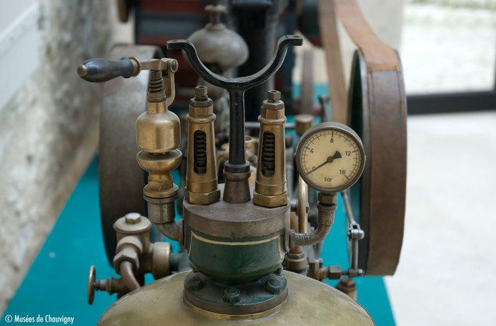 Nuit des musées 2019 -PRÉSENTATION // Les maquettes industrielles de M. Hahn : la locomobile et sa batteuse.