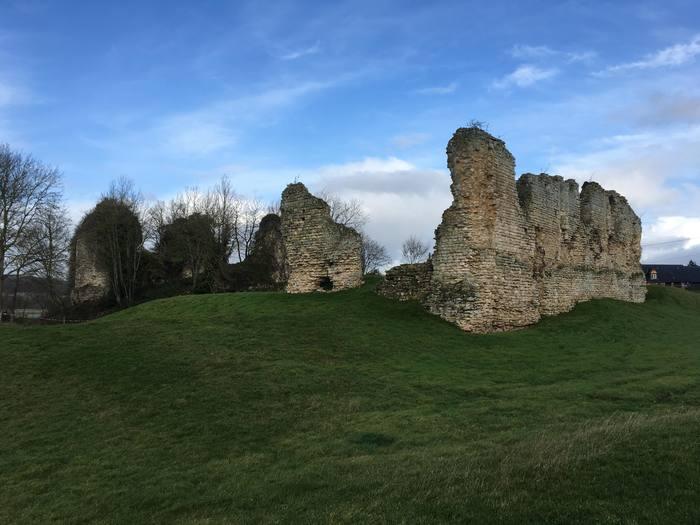 Journées du patrimoine 2020 - Visite guidée du château des comtes de Meulan et animations