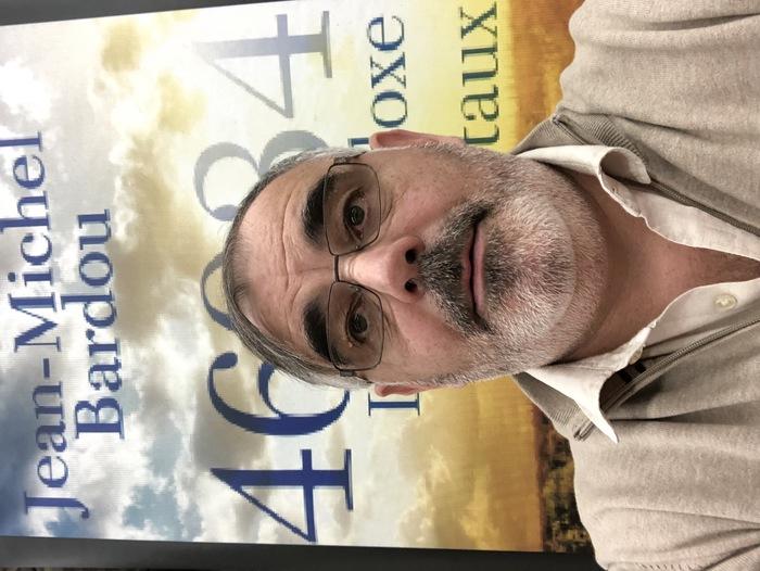 54 ans, chef d'entreprises, amoureux de la vie depuis toujours. Un aléa de sa vie lui a permis de lancer cette nouvelle activité d'écrivain, affectionnée tout autant que l'autre.