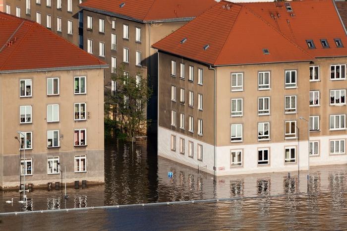 Grâce au Land art, jeux d'imitation et écologiques observez les causes et conséquences des inondations.