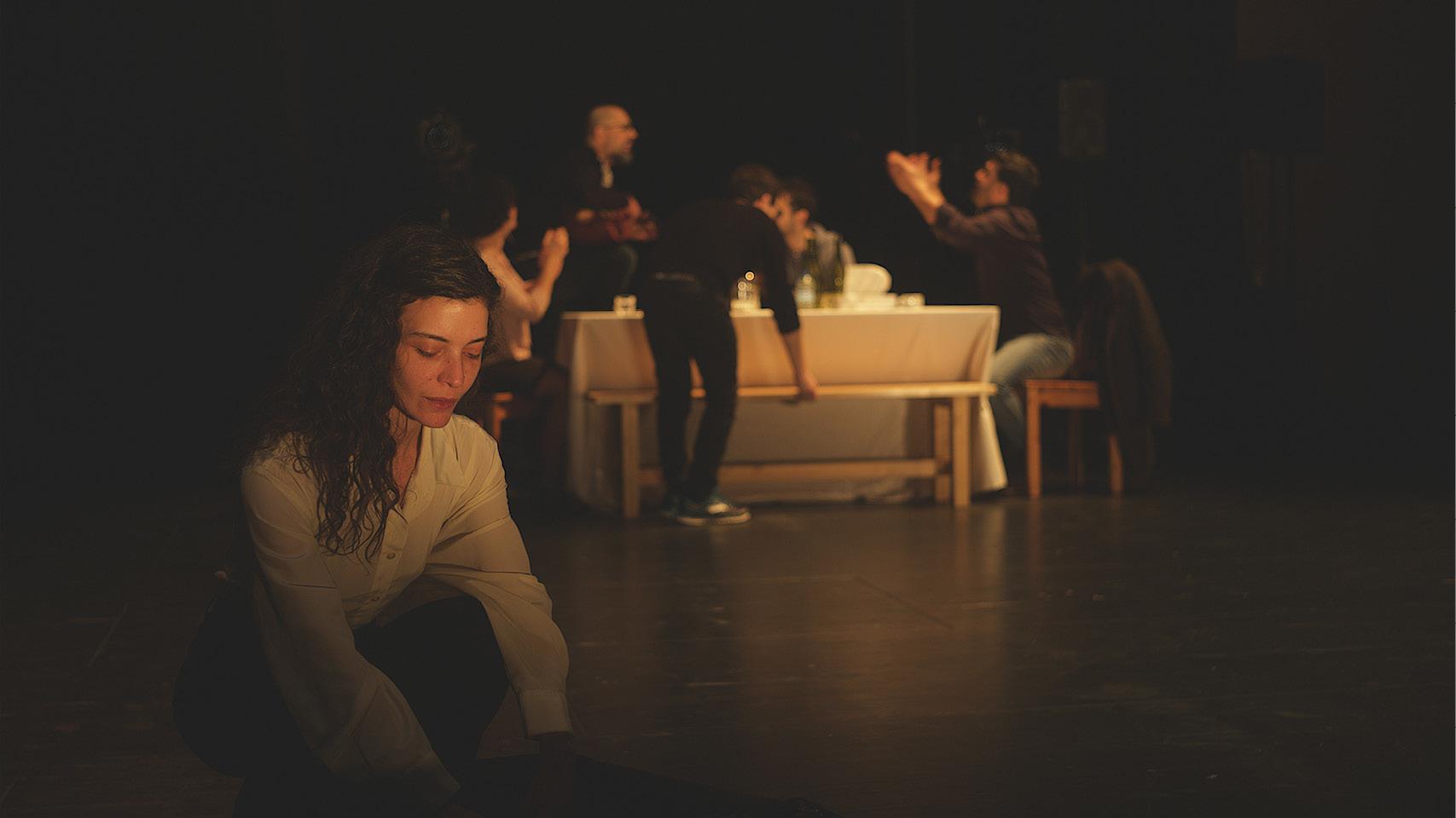 Ramzi Choukai fait entendre, par le théâtre, les témoignages forts de victimes de la répression en Syrie. Un spectacle proposé par le Théâtre d'Arles.