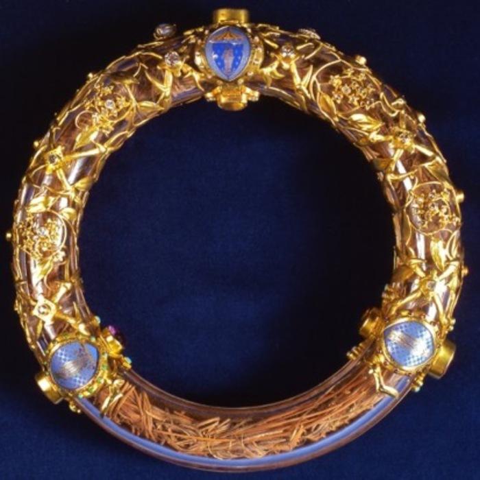 Vénération de la sainte couronne d'épines suspendue jusqu'à nouvel ordre