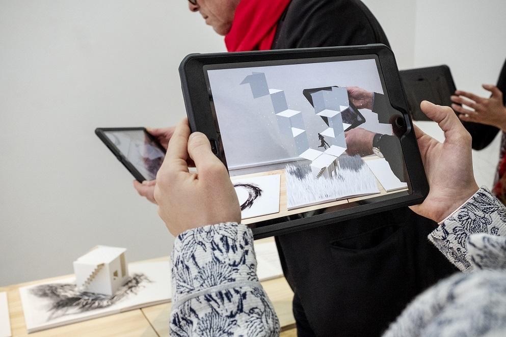 """Un livre pop-up augmenté et une oeuvre en réalité virtuelle sont à voir dans la petite salle du théâtre.d'Arles, avant de découvrir  """" Acqua Alta """"."""