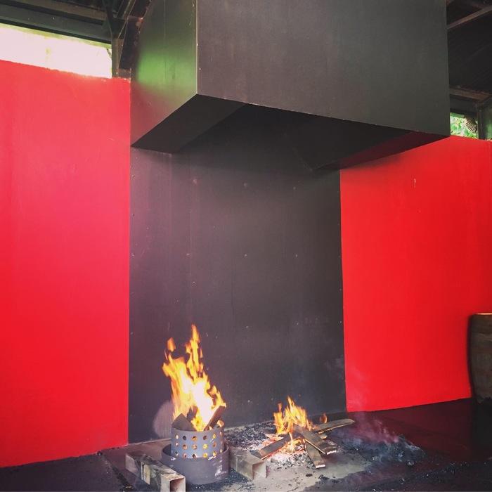 Journées du patrimoine 2020 - Macouba / Démonstration de brûlage de fûts à la Distillerie J.M.