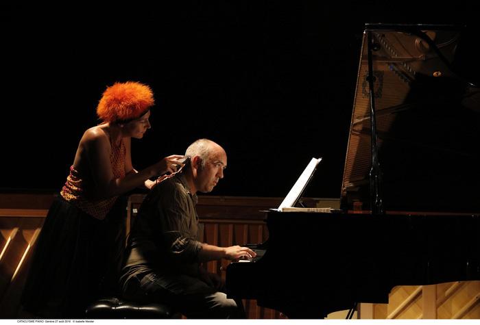 Concert jeune public (à partir de 6 ans) autour de la musique de John Cage. Poline Renou : voix et jeu Samuel Boré : piano, toy piano etc