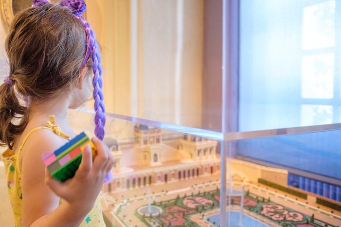 Lors d'un après-midi familial, participez à un atelier artistique autour de la création en diorama d'un petit paysage en papier