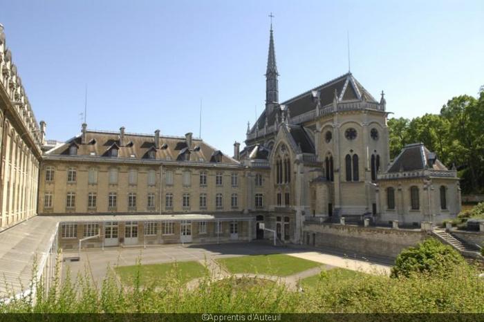 Le Village éducatif Saint-Philippe vous accueille pour découvrir ses établissements, de l'accueil des orphelins, Apprentis d'Auteuil, à leur éducation et formation pour une insertion professionnelle