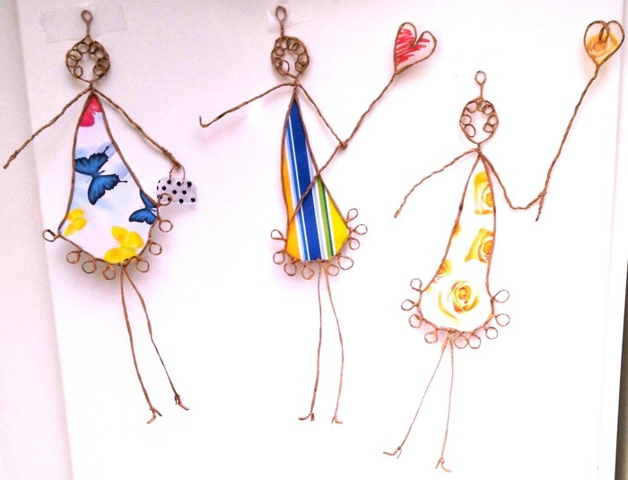 Imaginez et réalisez des personnages en kraft armé et papier recyclé : colorés, ludiques et décoratifs.