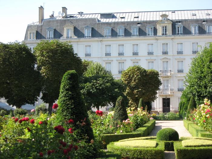 Journées du patrimoine 2019 - Visite guidée historique dans le parc privé : de Jean de La Fontaine à la clinique de l'enfant