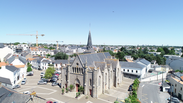Journées du patrimoine 2020 - « Histoire(s) du Bourg et de l'Église Saint-Hermeland » - Présentation historique et balade urbaine par l'association Vous êtes ici