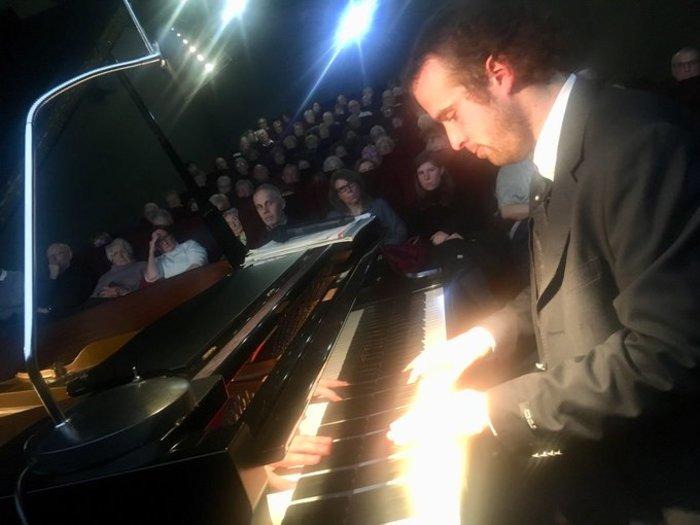 Récital de musique classique au piano par le jeune virtuose William THEVIOT