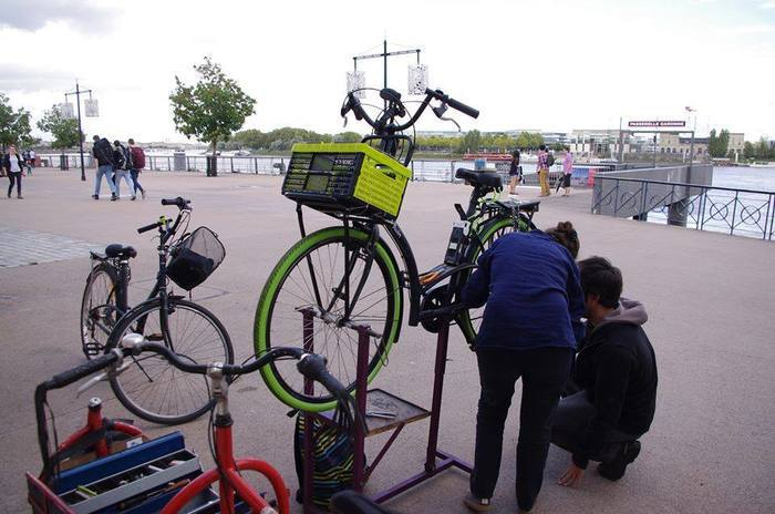 Roue libre :  réparation de vélo participative avec Récup'R