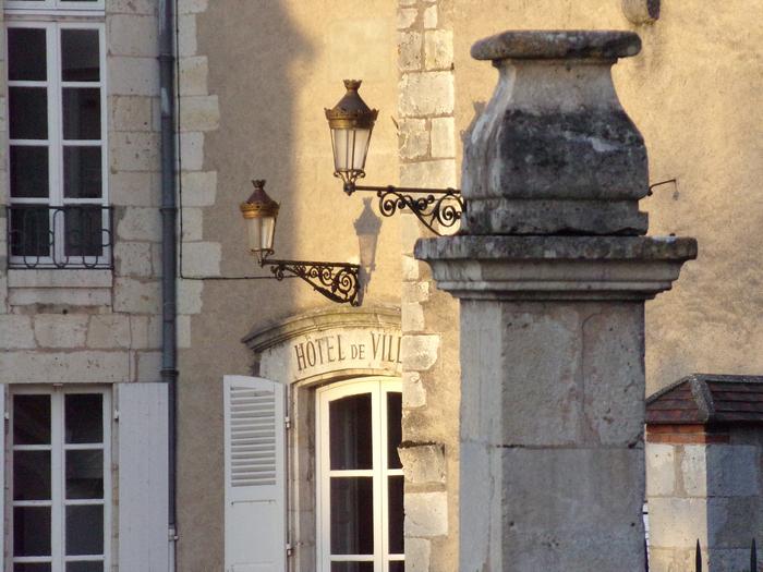 La section Généalogie propose une exposition atypique qui retrace l'histoire des maires et des curés de Briare de 1790 à 2020. Ainsi, vous voyagerez à travers les siècles et retrouverez peut-être l...