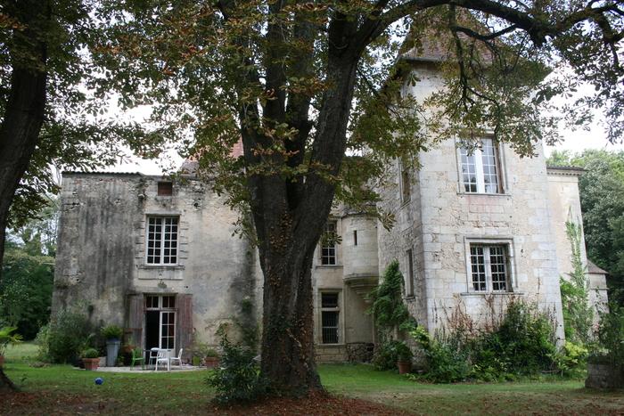 Découverte d'une belle demeure patrimoniale du XVIe siècle en compagnie du propriétaire des lieux !
