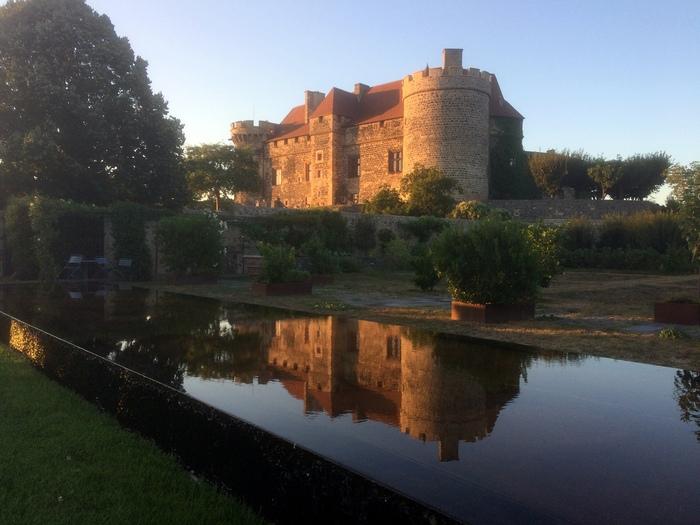 Journées du patrimoine 2020 - Visite guidée du château, de ses jardins et de 30 ans de restauration. Sensibilisation au rôle des Monuments Historiques, aujourd'hui.