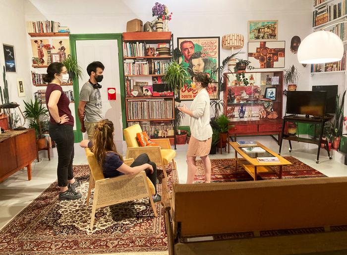 """Visite de l'exposition """"Alger, Archipel des libertés"""", présentant le regard des artistes femmes et amenant à une réflexion sur les luttes des femmes."""