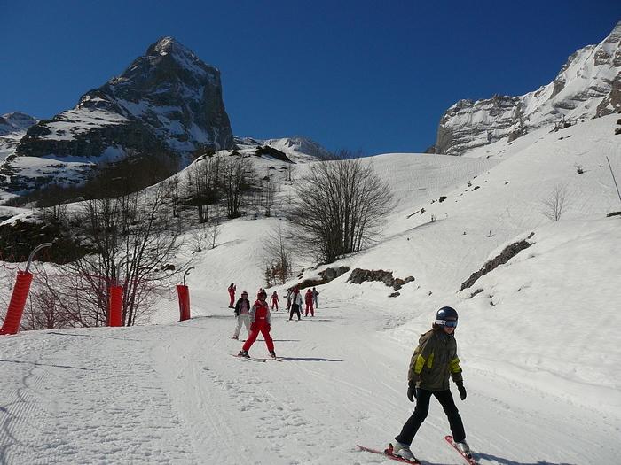 Un séjour où petits et grands pourront s'initier ou se perfectionner en ski.7 Jours pour découvrir l'environnement montagnard au travers d'activités artistiques et scientifiques.
