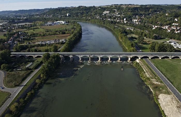 Journées du patrimoine 2020 - AGEN (47) : Découverte d'un tronçon du canal de la Garonne à bord de la péniche Wakaï