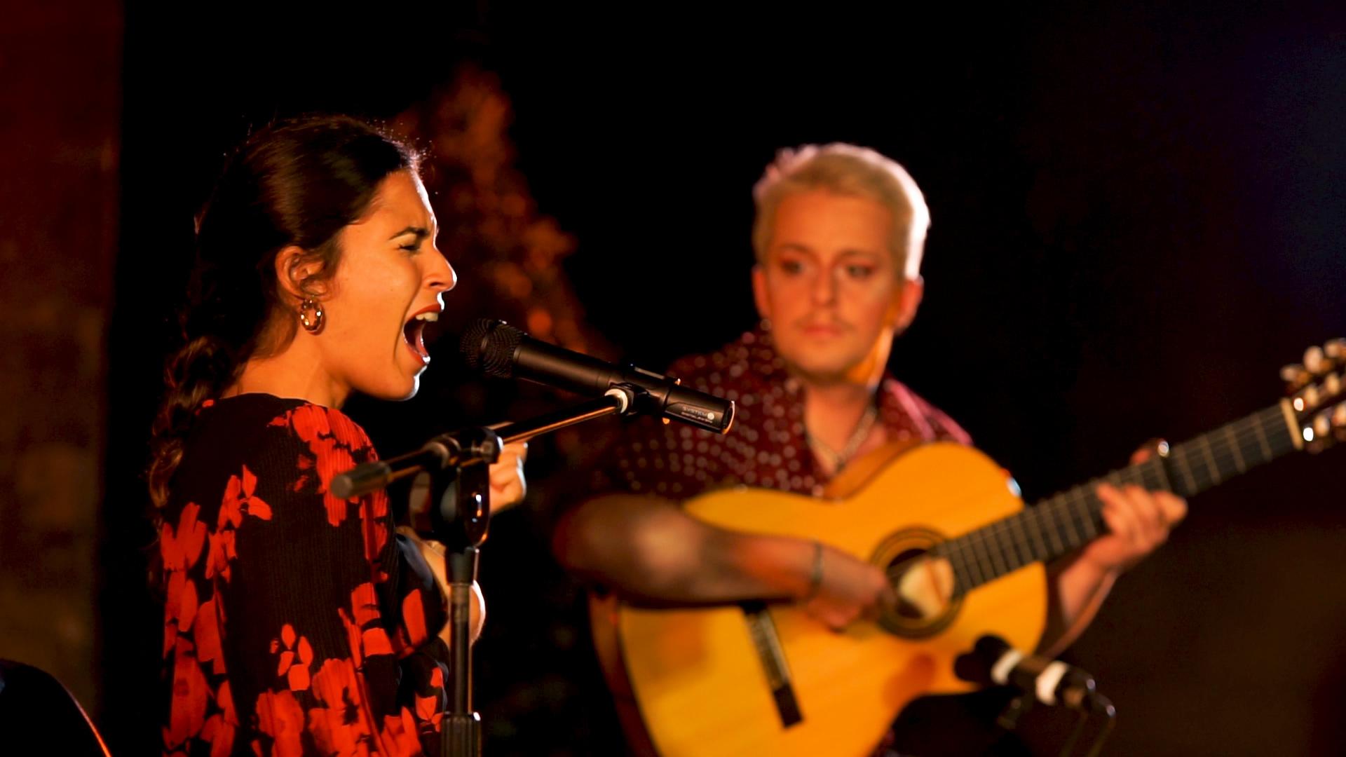 Flamenco en Arles propose des stages de découverte et avancé de chant, guitare et compas flamenco, avec la cantaora Laura Marchal, le guitariste Jero Ferec et au compas Jésus Campos
