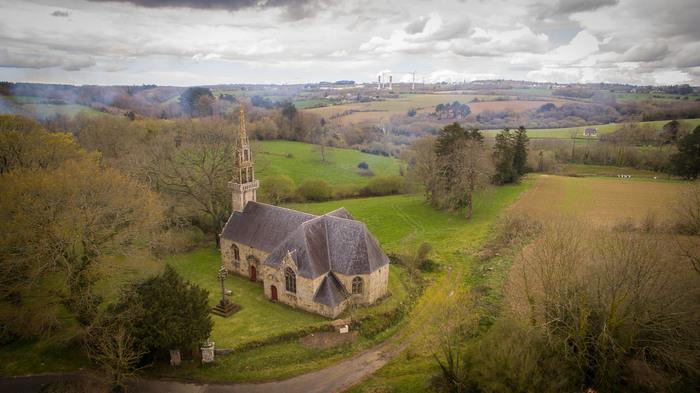 Journées du patrimoine 2020 - Visite libre ou guidée de la chapelle de Trevarn. Montages vidéo sur les travaux dans la chapelle et sur les calvaires.