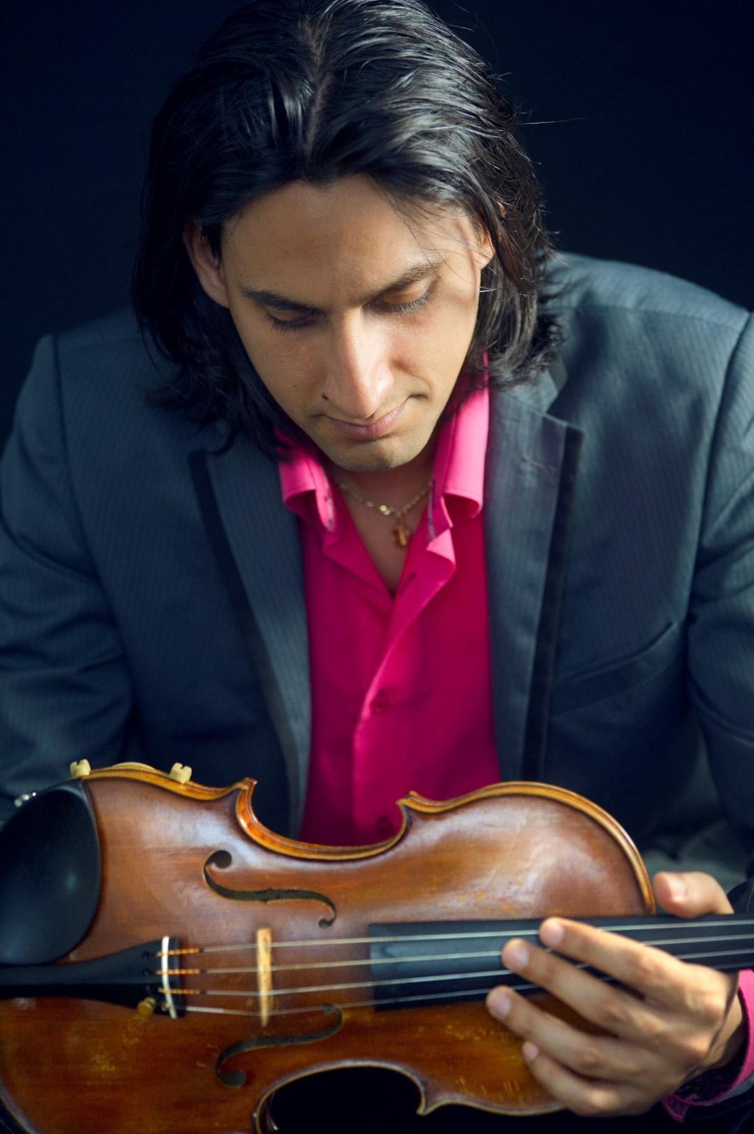 Dans le cadre des Rues en Musique, Yardani Torres Maiani, violoniste compositeur et les cinq musiciens qui l'accompagnent, proposent de découvrir un savant mélange entre flamenco et musique classique