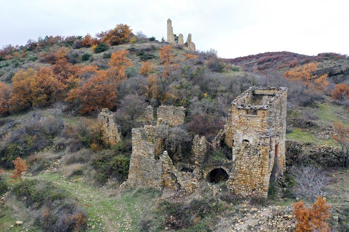 Journées du patrimoine 2020 - Visites guidées du vieux village de Montlaux et exposition dans la salle communale