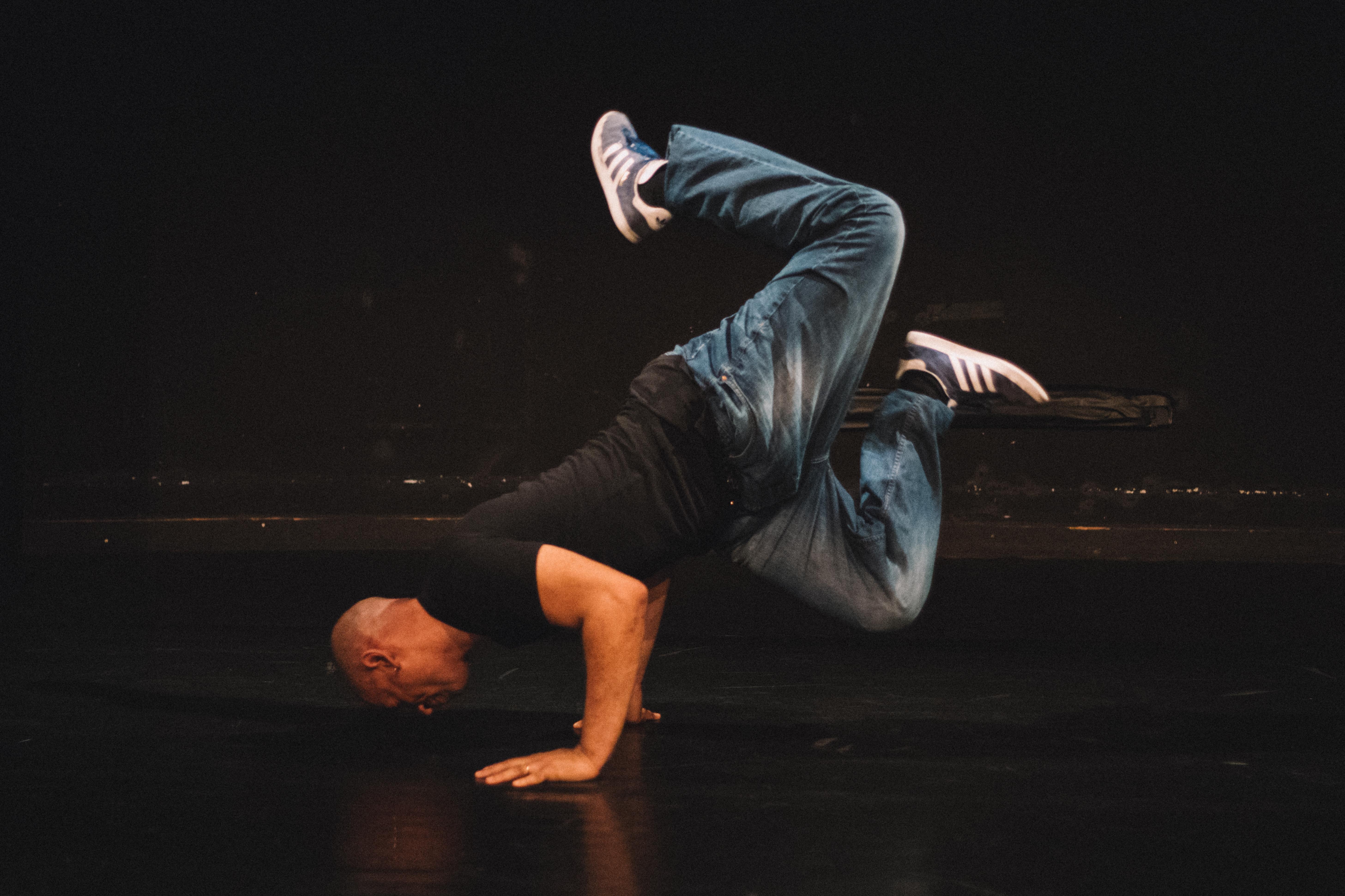 Un volet danse hip-hop dans le cadre de la Manifestation A l'ombre de…, avec Miguel Nosibor au MDAA