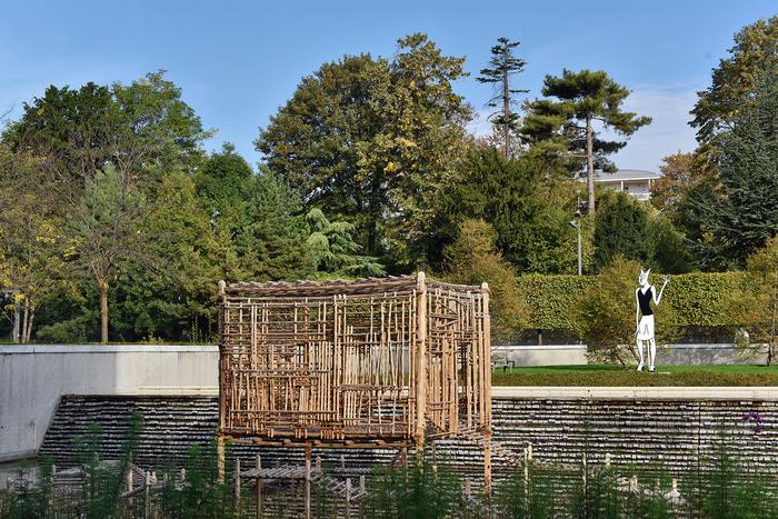 Le MAC VAL est entouré d'un jardin de sculptures de plus 10000 m2, qui offre la possibilité de se reposer, pique-niquer, contempler des œuvres du MAC VAL ou profiter des programmations.