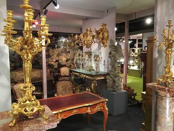 Sur près de 5 000 m2, vous pourrez découvrir dans des stands décorés, des pièces rares et prestigieuses.