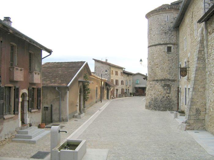Journées du patrimoine 2019 - Visite commentée du village, son histoire, celle de ses châteaux  et de son église au plafond inscrit aux MH.