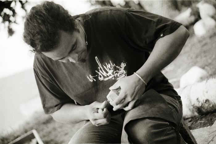 Installé sur une peau de bête, Christophe Sence, de l'association Archéolithe, vous embarque dans la vie au temps de la Préhistoire. Au programme : découverte des outils et armes utilisés à cette...