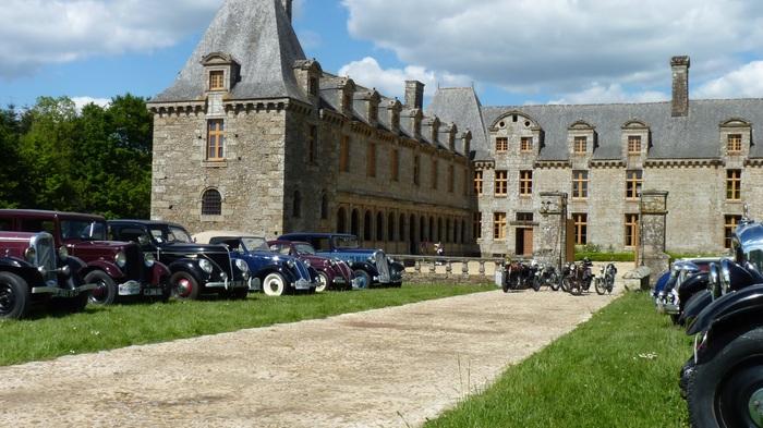 Journées du patrimoine 2020 - Château Le Rocher Portail : Exposition de voitures anciennes.