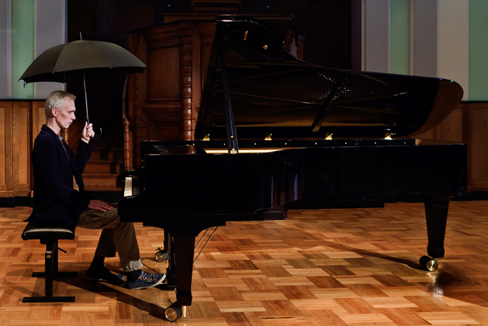 Un concert en quatre œuvres composées par quatre collaborateurs du Quatuor Bozzini // Reinier van Houdt, pianiste à la renommée internationale, jouera une pièce d'Alvin Curran composée pour lui.