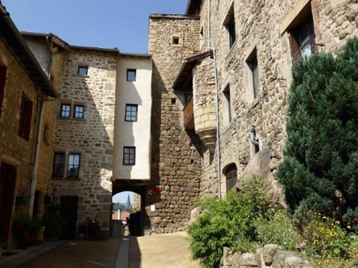Journées du patrimoine 2019 - Bourg médiéval de Saint-Pal-de-Chalencon, petite cité de caractère