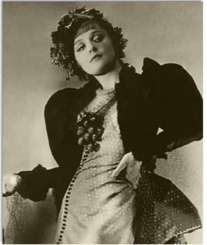 Journées du patrimoine 2020 - Performance théâtrale - Renée et ses violettes