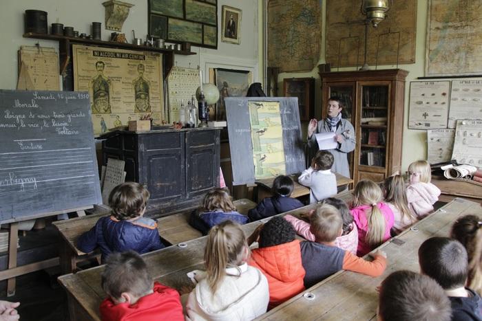 Journées du patrimoine 2020 - Reconstitution d'une classe ancienne et exposition de photos de classe