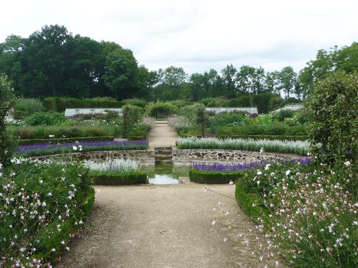 Journées du patrimoine 2020 - Le XVIIe siècle côté jardin : visite libre du potager fleuri, du pigeonnier et du parc.