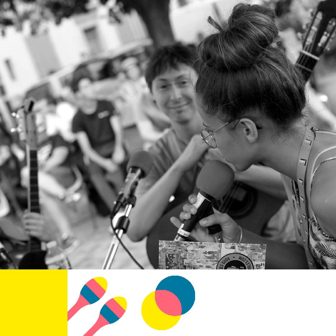 De jeunes Arlésiens orchestrent interviews, reportages et micro-trottoirs… le temps d'une émission spéciale, en direct et en public !