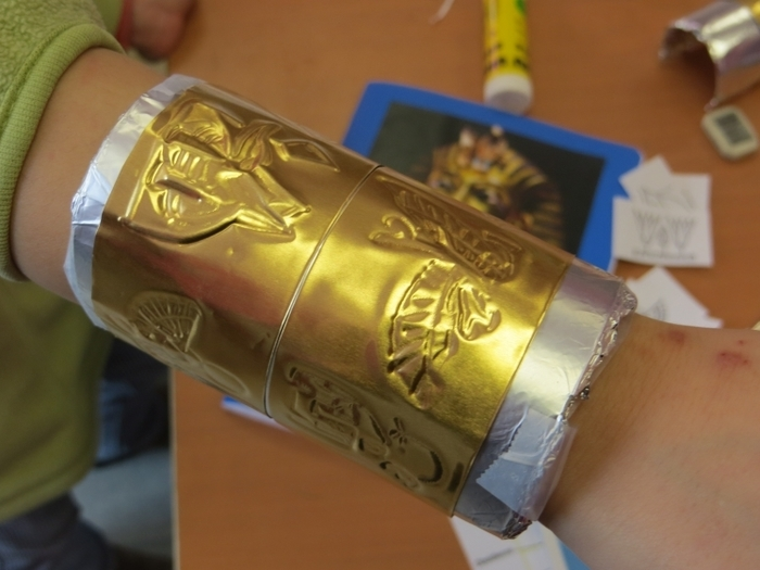 Saviez-vous que l'orfèvrerie était un point fort de la civilisation égyptienne ? Avec l'association Arkéotopia, jouez au petit archéologue , découvrez l'art égyptien et fabriquez un bracelet en...