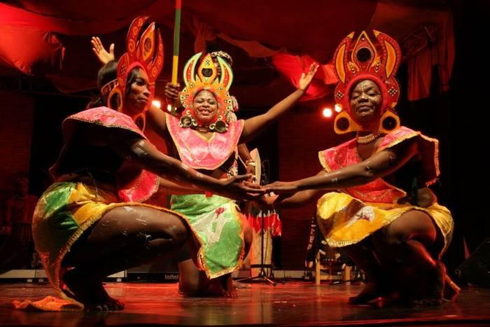 Le festival de l'AfricaNight fête ses 30 ans ! Organisé du 9 au 11 octobre 2020, il réunit plusieurs activités pour vivre, chanter et danser l'Afrique durant un week-end.