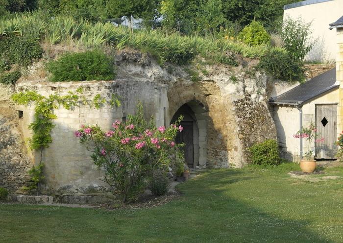 Journées du patrimoine 2019 - Habitations troglodytiques avec accès par un passage souterrain voûté.