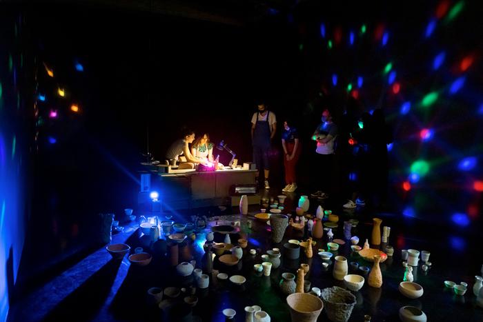 Initiez-vous en musique à la céramique dans l'exposition de Chiara Camoni