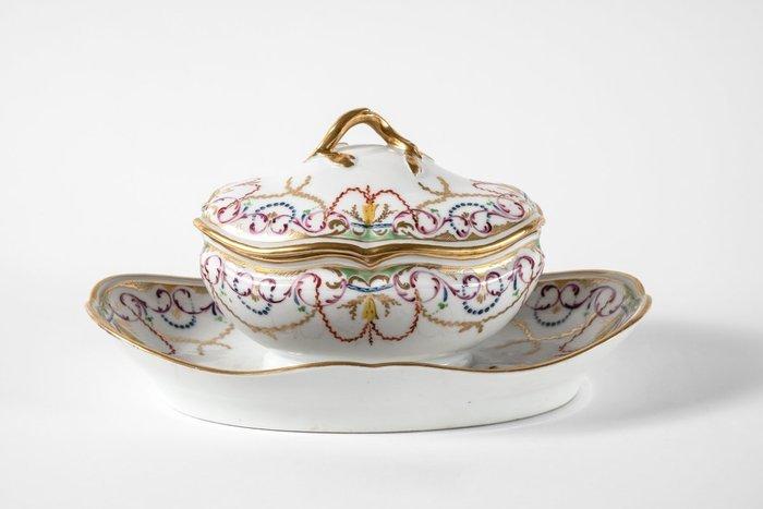 A la table d'un collectionneur - Histoire de la porcelaine de Bordeaux