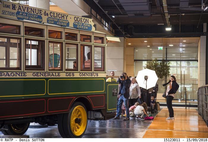Journées du patrimoine 2019 - Les séances photo vintage à l'arrière d'un bus ancien