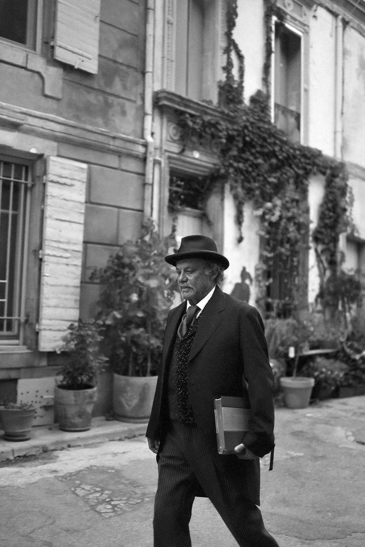 Philippe Caubère raconte, incarne et fait revivre le chef-d'oeuvre du père de la littérature provençale à travers treize histoires en deux spectacles.
